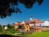Historische Stadt Schärding  Schärding (Bairisch: Scháréng) ist eine Stadt in Oberösterreich mit 4874 Einwohnern (Stand 1. Jänner 2014). Sie liegt am Inn, südlich von Passau, am westlichen Rand des Innviertels, und ist als Bezirkshauptstadt gleichzeitig lokales Zentrum für den umliegenden Bezirk.  Quelle: http://de.wikipedia.org/wiki/Sch%C3%A4rding