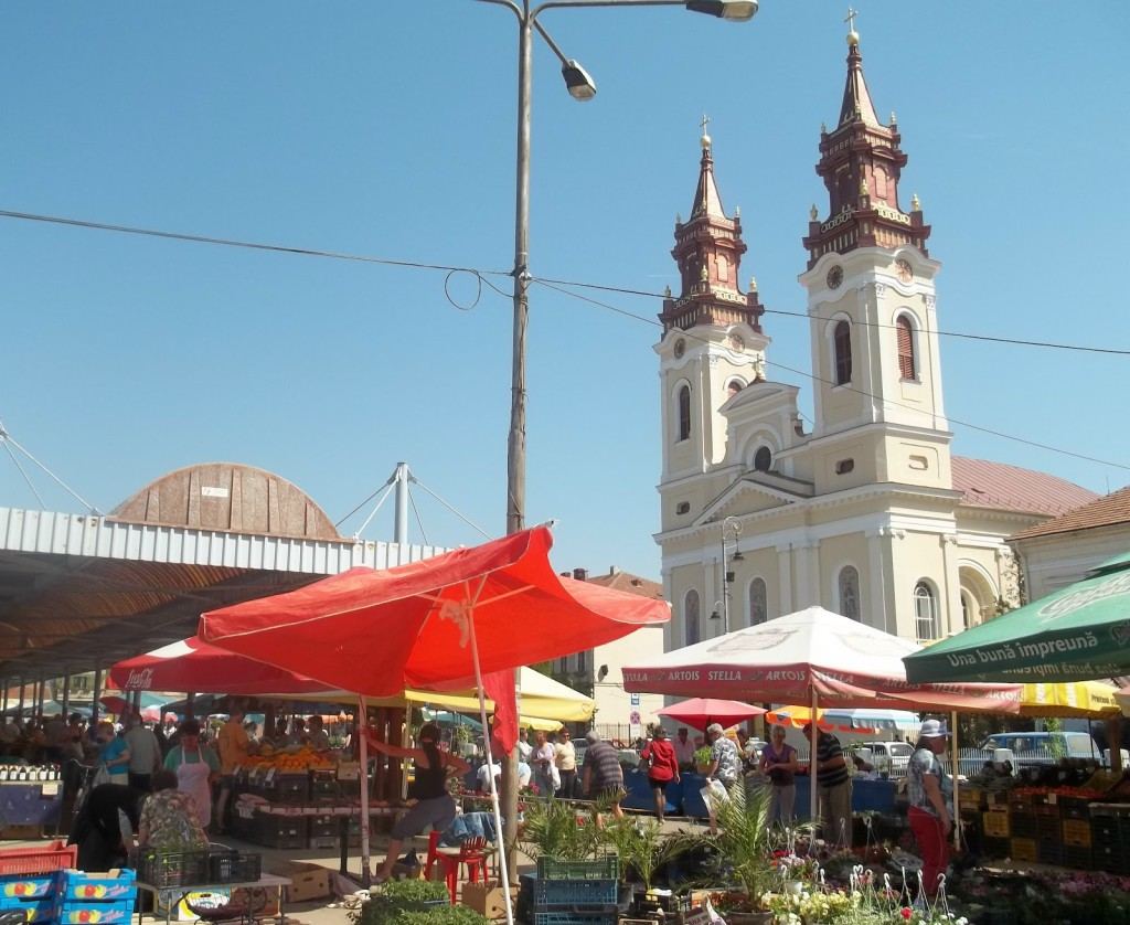 The Cathedral's Market in Arad, Romania (c) Dana Cizmas