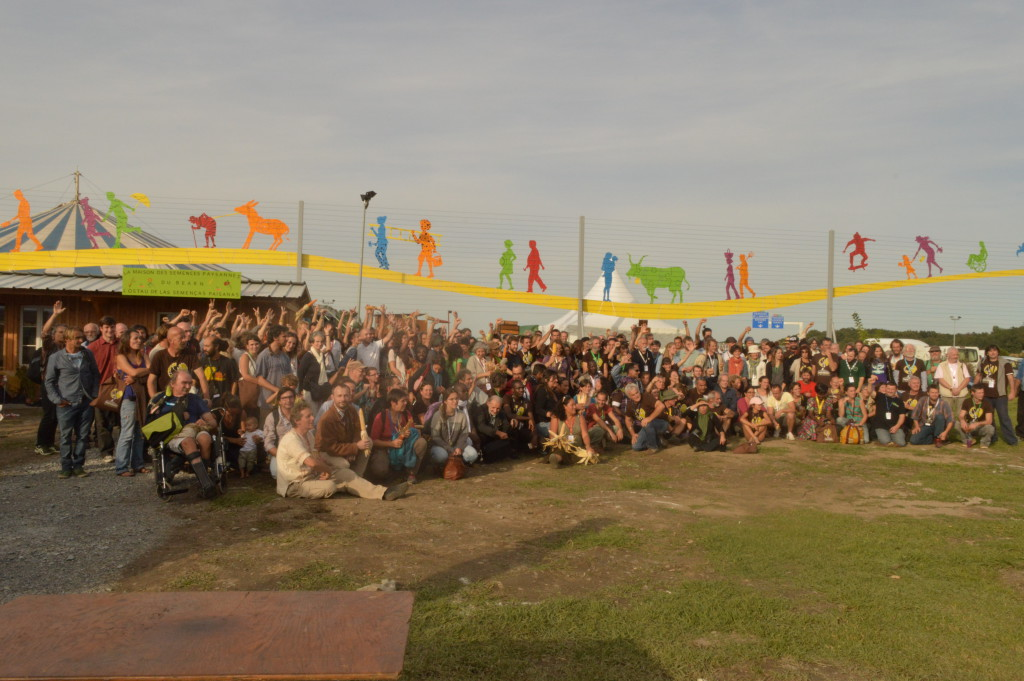 """Participants to the """"Sow your resistance!"""" event. Photo by Paula Dragomir, Eco Ruralis."""
