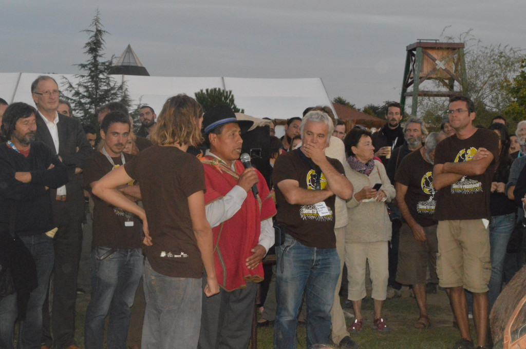 """Discussions during the """"Sow your resistance!"""" event. Photo by Paula Dragomir, Eco Ruralis."""