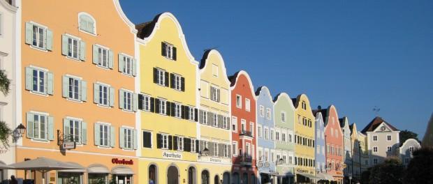"""""""Schaerding Stadtplatz"""" von Aconcagua - Eigenes Werk. Lizenziert unter CC BY-SA 3.0 über Wikimedia Commons"""