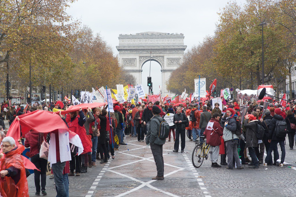 Stop Climate Chaos trip to Paris Red line (c) eoin campbell