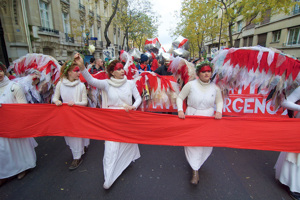 Stop Climate Chaos trip to Paris white angels (c0 eoin campbell