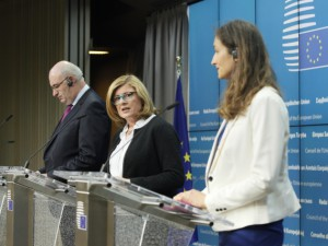 """From left to right: Mr Phil HOGAN, Member of the European Commission; Ms Gabriela MATECNA, Slovak Minister for Agriculture. Credit: """"The European Union"""""""