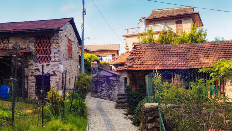 Rural living in Arzo near Verbania, Italy